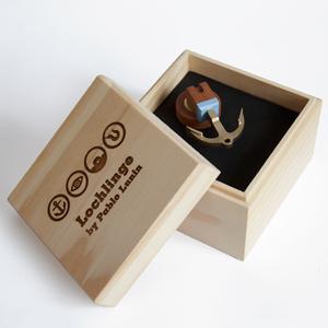 Holzbox mit Logo